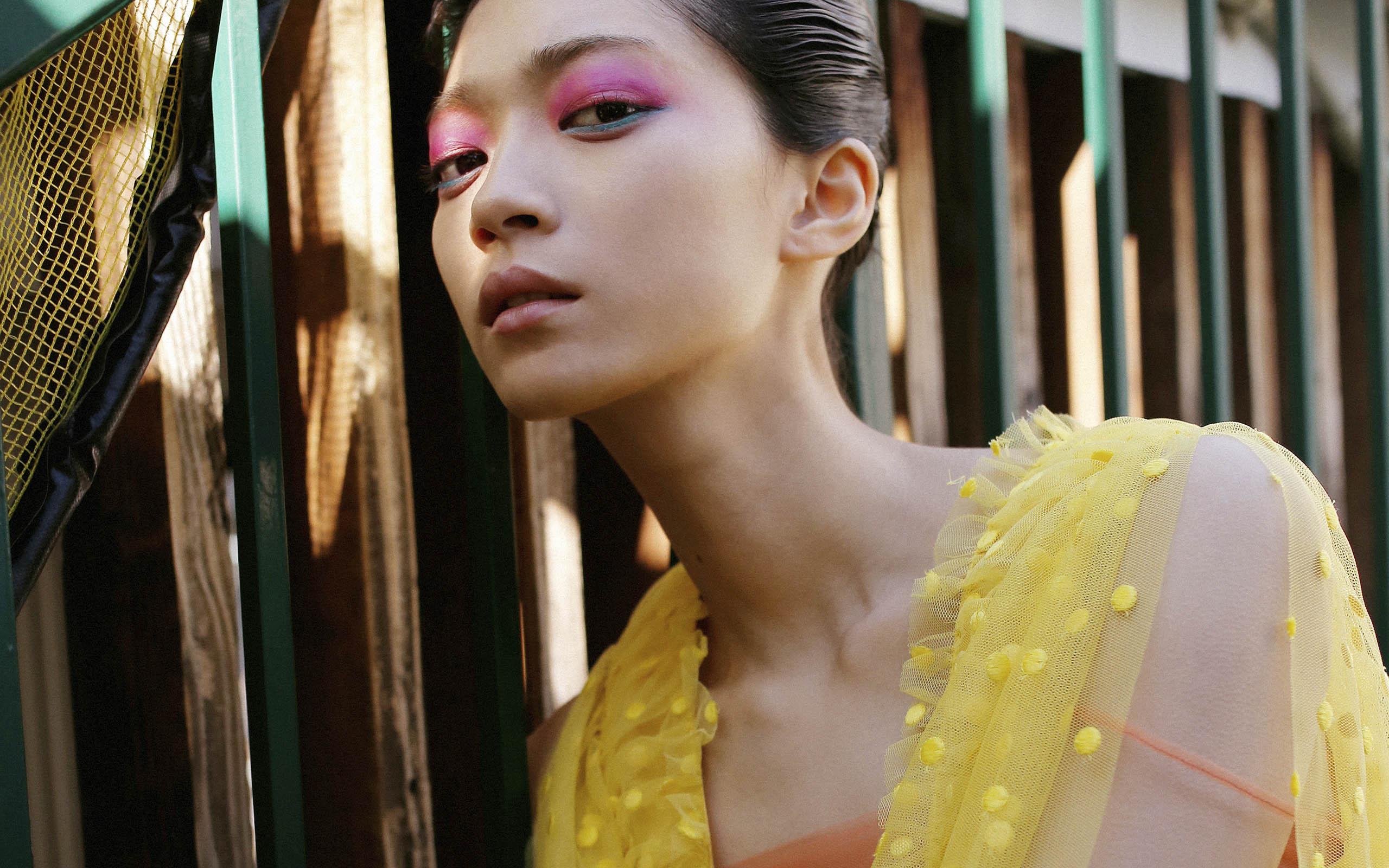 【The Look × Droptokyo】ニューフェイスモデル田中真琴と Rochas (ロシャス) の甘美なガーリー・ストリート