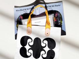 M/M (Paris)の20周年記念作品集発売を記念したトートバッグをTOSHIKIが制作