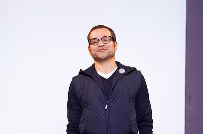 Christian Lacroix (クリスチャン・ラクロワ)、Schiaparelli (スキャパレリ) のトリビュート・コレクションを担当