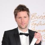 """<!--:ja-->ブリティッシュ・ファッション・アワードにて、バーバリーが """"ブランド・オブ・ザ・イヤー""""、そしてクリストファー・ベイリーが、""""メンズウェア・デザイナー・オブ・ザ・イヤー"""" をそれぞれ受賞<!--:--><!--:en-->Burberry and Christopher Bailey receive awards at British Fashion Awards<!--:-->"""