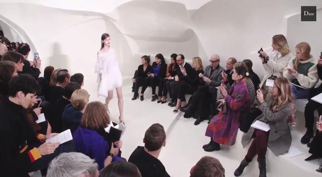 Dior (ディオール)、学生の為のランウェイ・ショーを開催