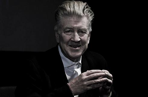 映画監督の David Lynch (デヴィッド・リンチ) が Kenzo (ケンゾー) の2014年秋向けショーのセットを制作