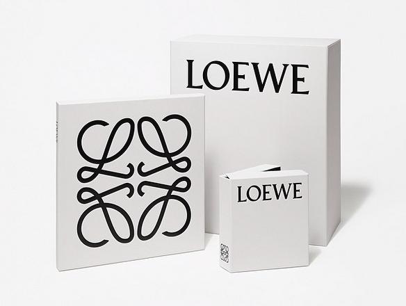 J.W.Anderson (J.W.アンダーソン) が Loewe (ロエベ) のロゴを一新。デザインは M/M (Paris) が担当