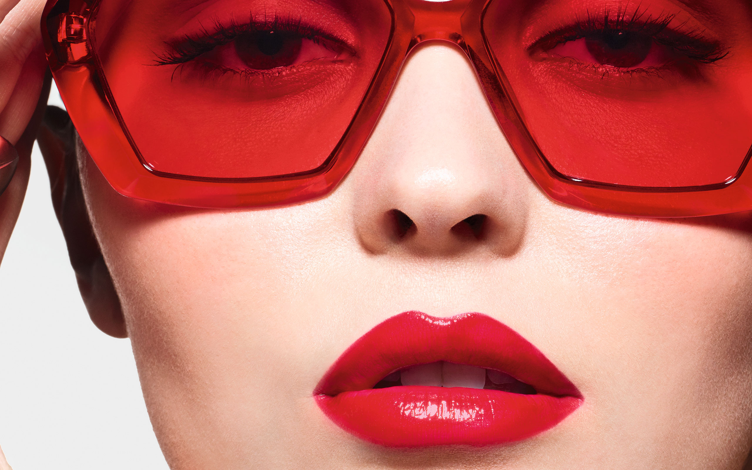 "Lily-Rose Depp Fronts CHANEL's New ""ROUGE COCO FLASH"""