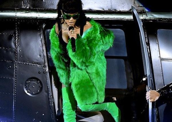 Rihanna (リアーナ) が未発表のアルバムから新曲「Bitch Better Have My Money」を発表