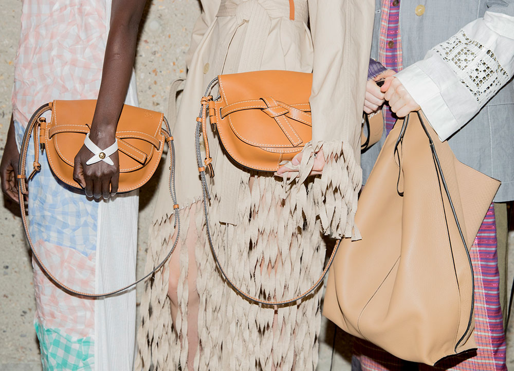 "Loewe Launches Its New Icon Bag ""Gate"""