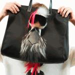 "<!--:ja-->Karl Lagerfeld (カール・ラガーフェルド) がプレイフルなファーチャームに、Fendi (フェンディ) からカプセルコレクション ""KARLITO (カーリト)"" が登場<!--:--><!--:en-->Where is #Karlito? Kendall, Jordan And Lily Discovers Fendi's New Capsule Collection<!--:-->"