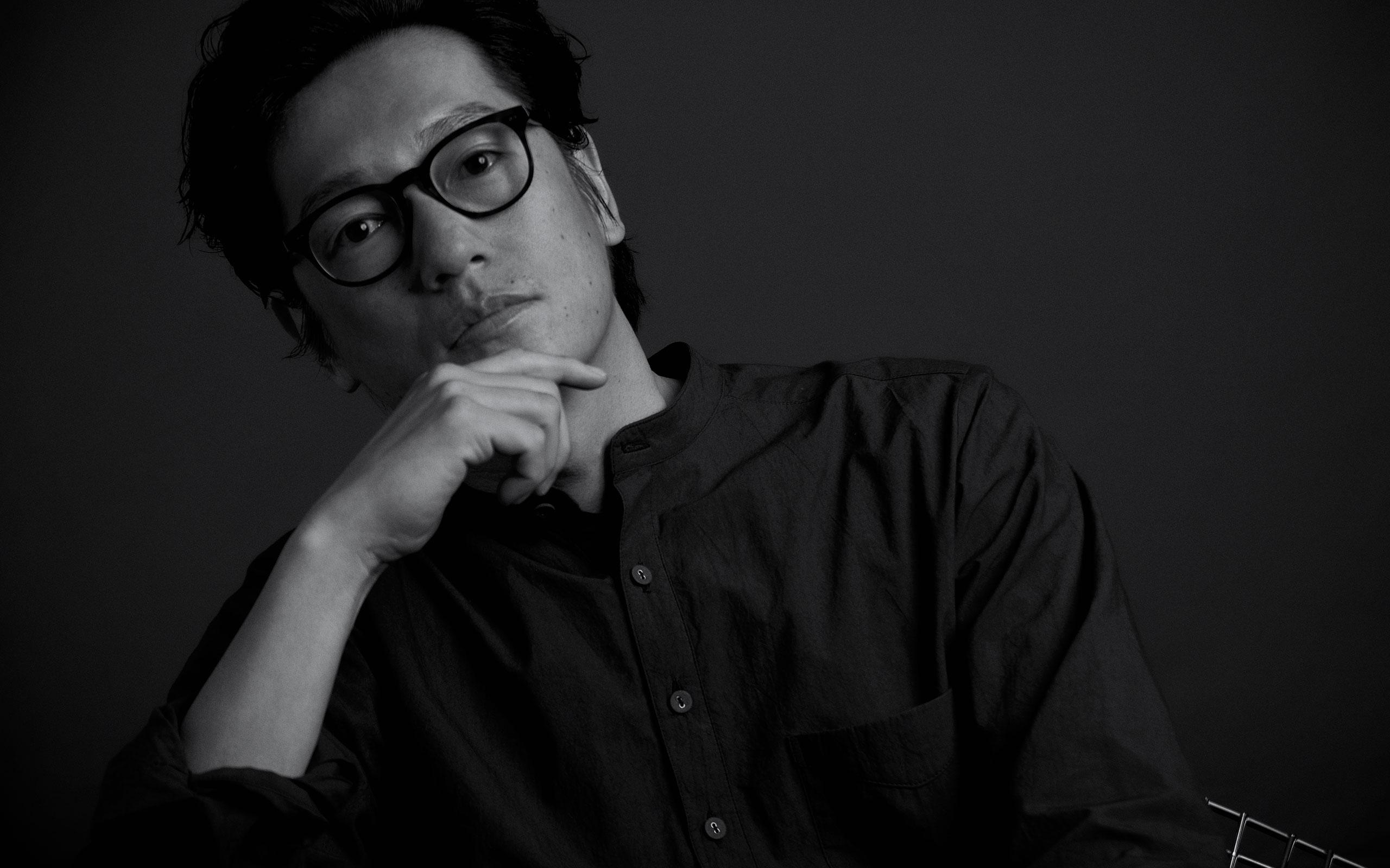 『返還交渉人』で沖縄の基地問題に「真正面から」立ち向かう外交官を演じた井浦新が、本作で果たした役割とは。