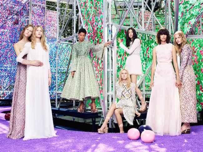 大胆なフォルム使いで魅せる官能的な悦楽の園、Dior (ディオール) 2015-16年秋冬コレクション