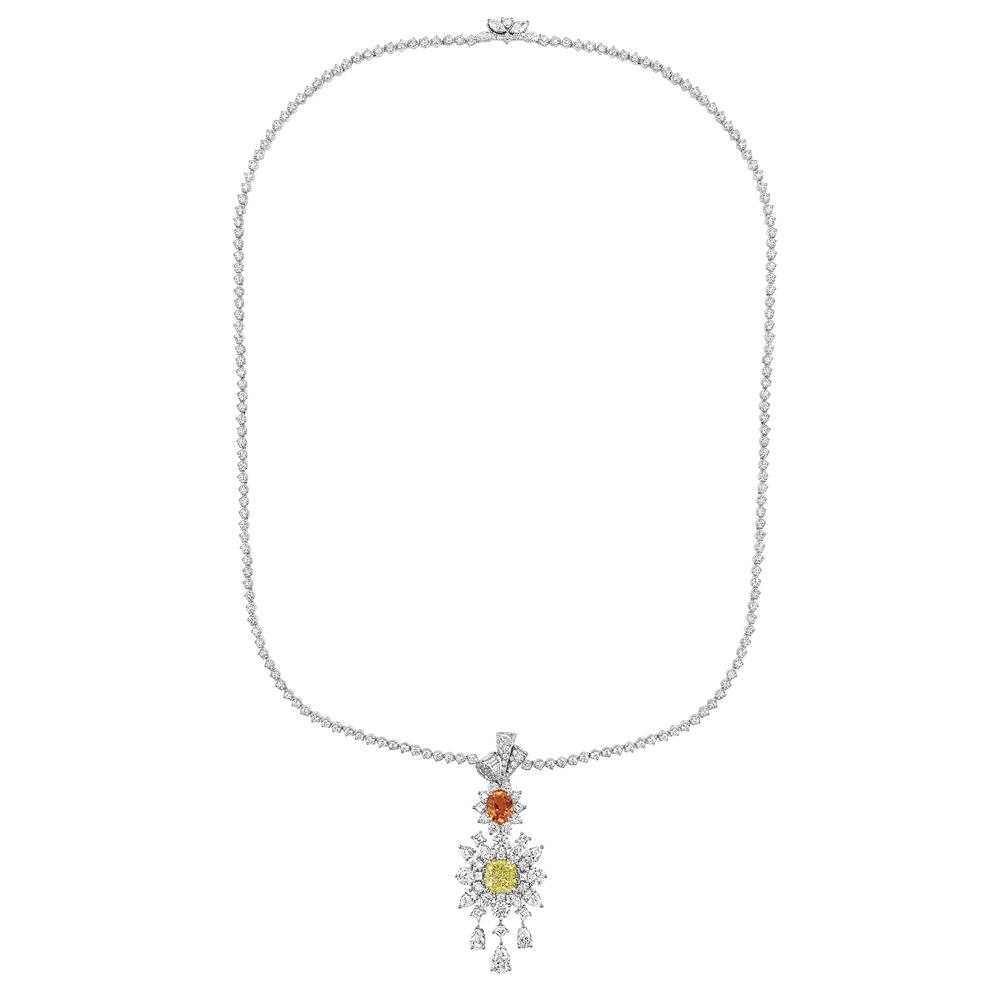 ドットのエンブロイダリー、Plumetis をイメージしたネックレス (K18WG、ダイヤモンド、イエローダイヤモンド、スペサタイトガーネット) | © Dior