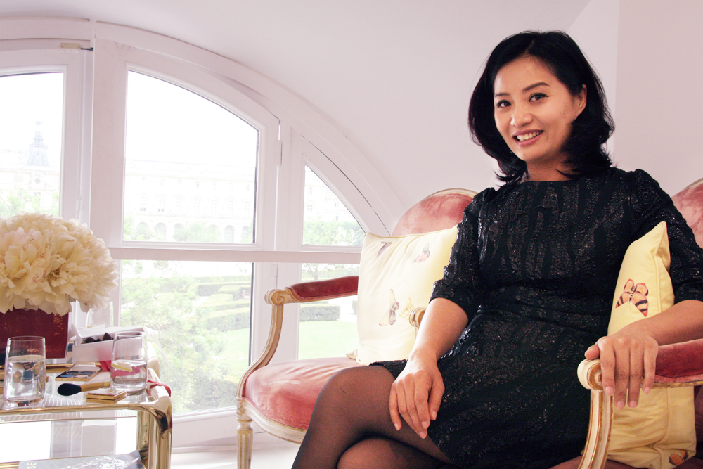 デザイナーの Guo Pei。