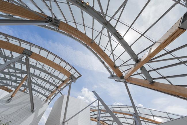 ビルバオ・グッゲンハイム美術館からルイ・ヴィトン財団までを手がける建築家 フランク・ゲーリーの展覧会が開催