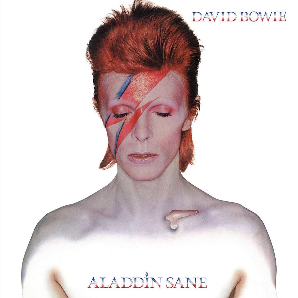 1973年に発売されたDavid Bowie の代表作「Aladdine Sane」のカバーアートワーク。彼の浮世離れした容姿とアンドロジナスなファッションは、その後の音楽、ファッションシーンに多大なる影響を与えた。
