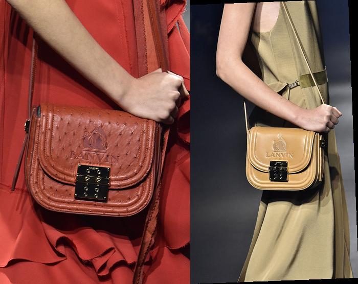 LANVIN (ランバン) の象徴的なロゴをエンボスであしらったポシェット。(左から) オーストリッチ バッグ ¥696,000、カーフスキン バッグ ¥351,000 (それぞれ参考価格) | © LANVIN