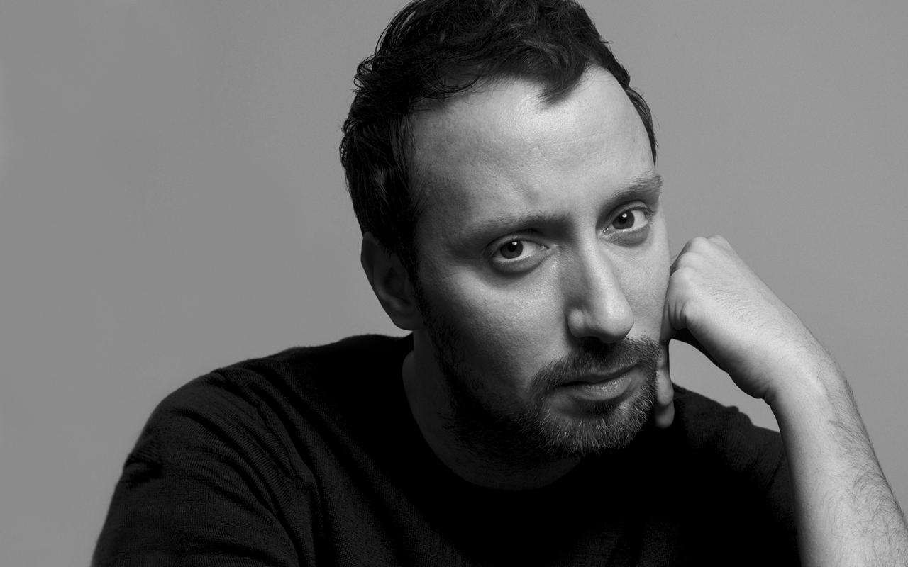 Anthony Vaccarello (アンソニー・ヴァカレロ) が Yves Saint Laurent (イヴ・サンローラン) クリエイティブ・ディレクターに就任