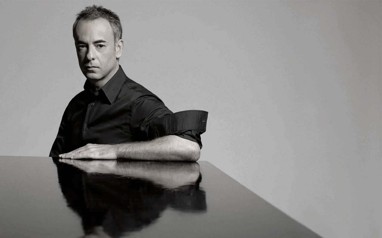 Calvin Klein (カルバン・クライン) の Francisco Costa (フランシスコ・コスタ) と Italo Zucchelli (イタロ・ズッケーリ) が辞任