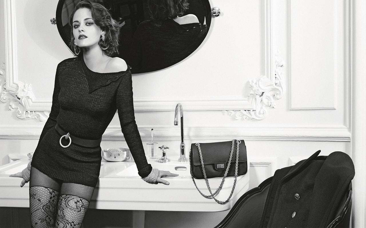 Chanel (シャネル) 2015-16年メティエダールコレクション「パリインローマ」広告キャンペーンに、クリステン・スチュワートが登場