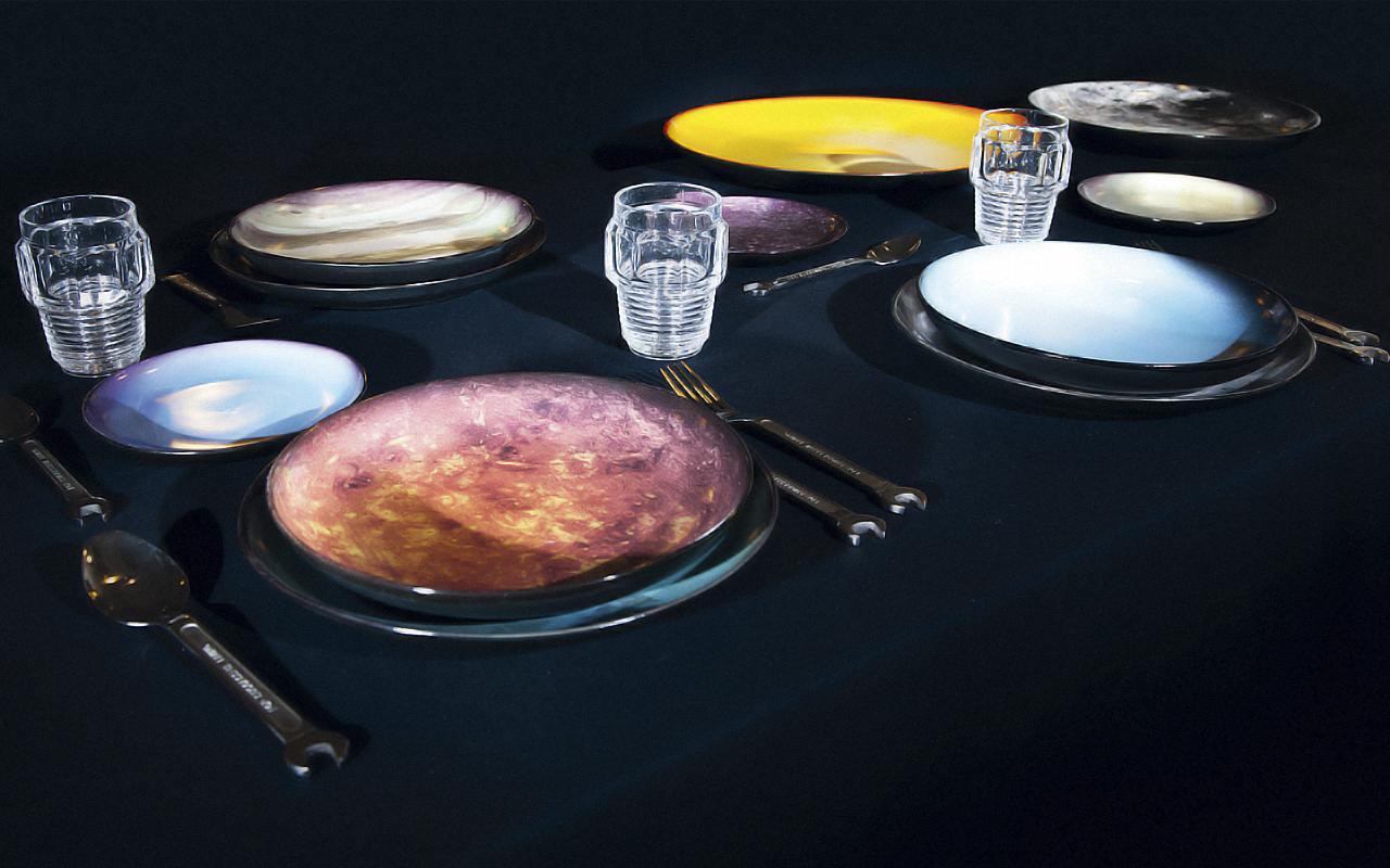 食卓が小宇宙に、DIESEL LIVING (ディーゼル リビング) と SELETTI (セレッティ) コラボ第2弾「COSMIC DINER」が誕生