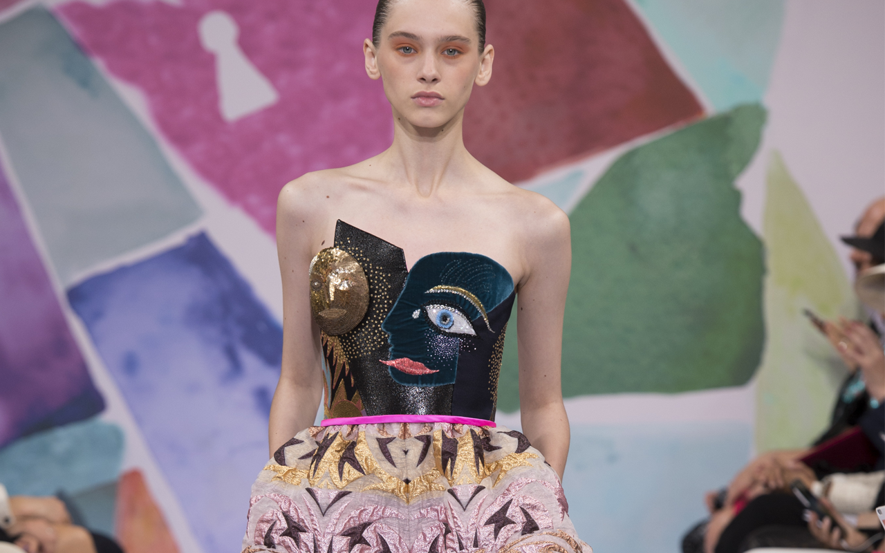Schiaparelli (スキャパレリ) 2015-16年オートクチュールコレクション、シアーな素材で描く光と影