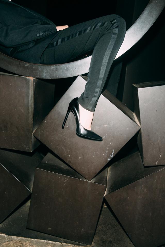 <The Look includes> トラウザー ¥ 116,000、シューズ ¥ 75,000 共に Saint Laurent