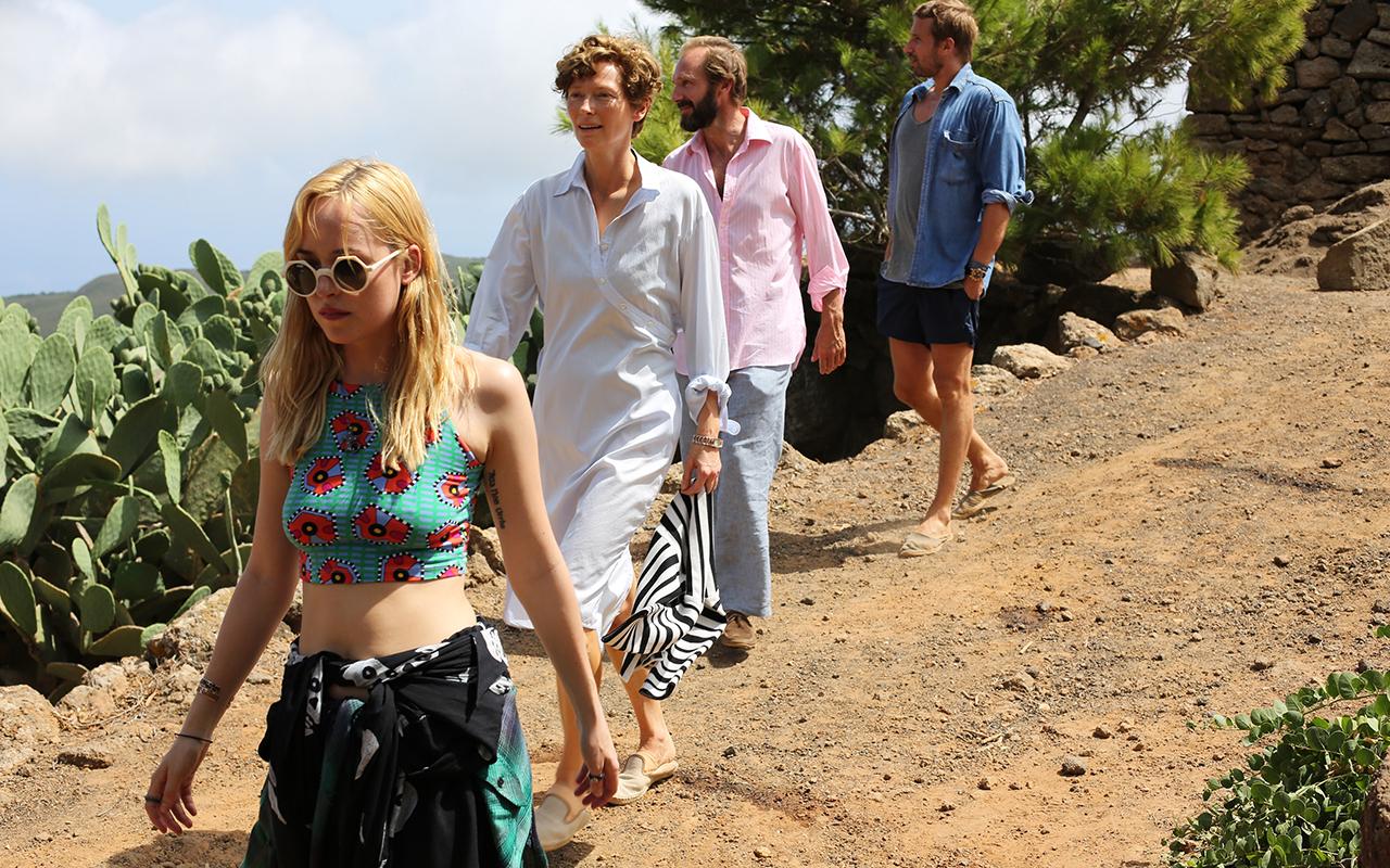 Dior が衣装提供した映画『胸騒ぎのシチリア』が11月に公開、ラフ・シモンズによるデザイン画が解禁
