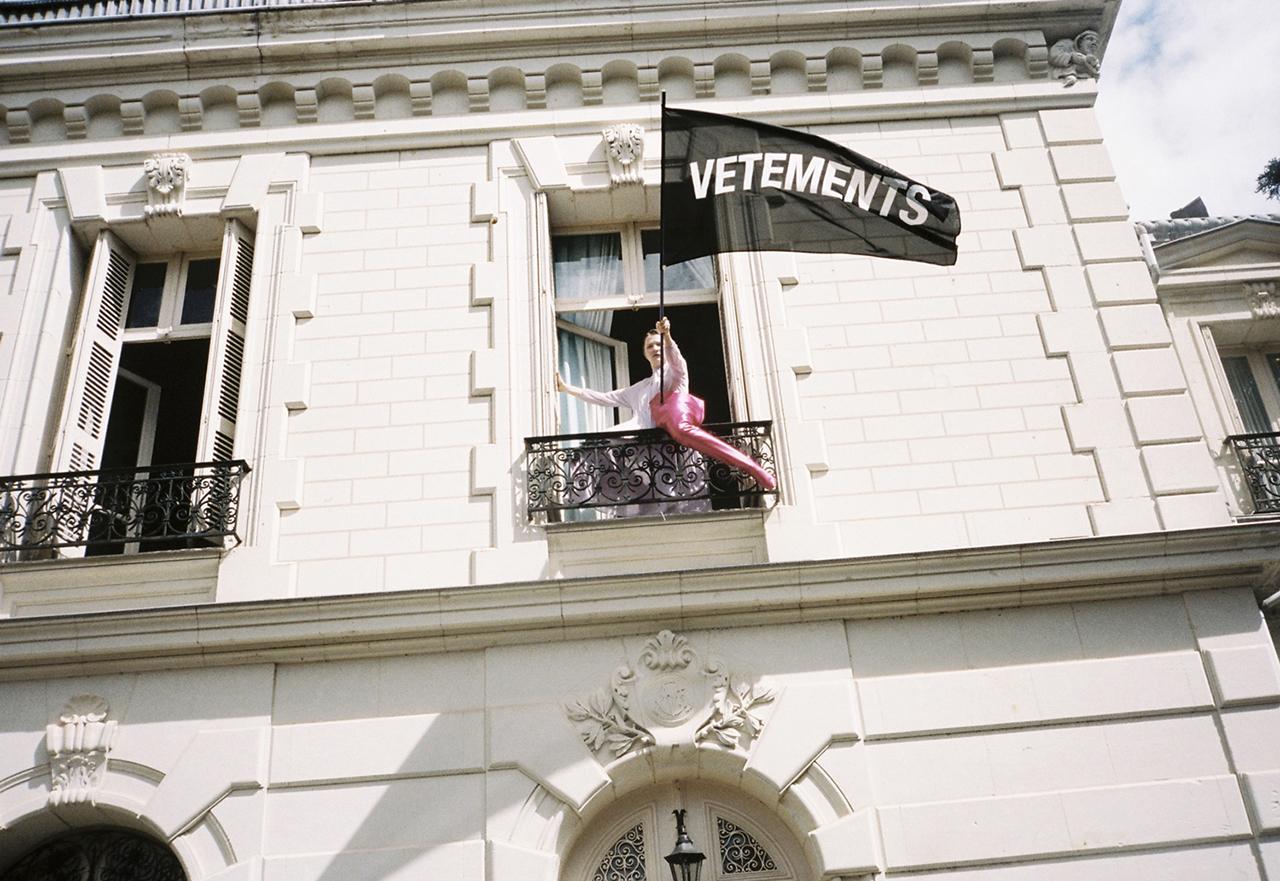 Vetements (ヴェトモン) の第2冊目となる写真集『VETEMENTS SUMMERCAMP』が IDEA Books (イデア・ブックス) から発刊