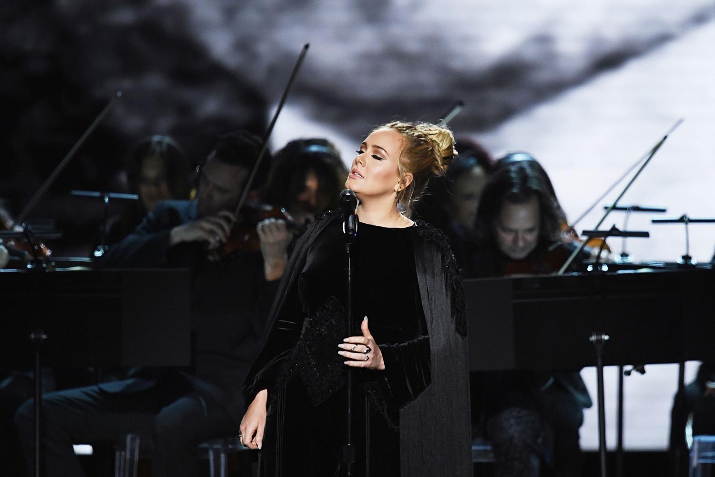 本年度最多5部門を受賞した Adele (アデル)。受賞式では Givenchy Haute Couture から3つのガウンを着用。| © Givenchy