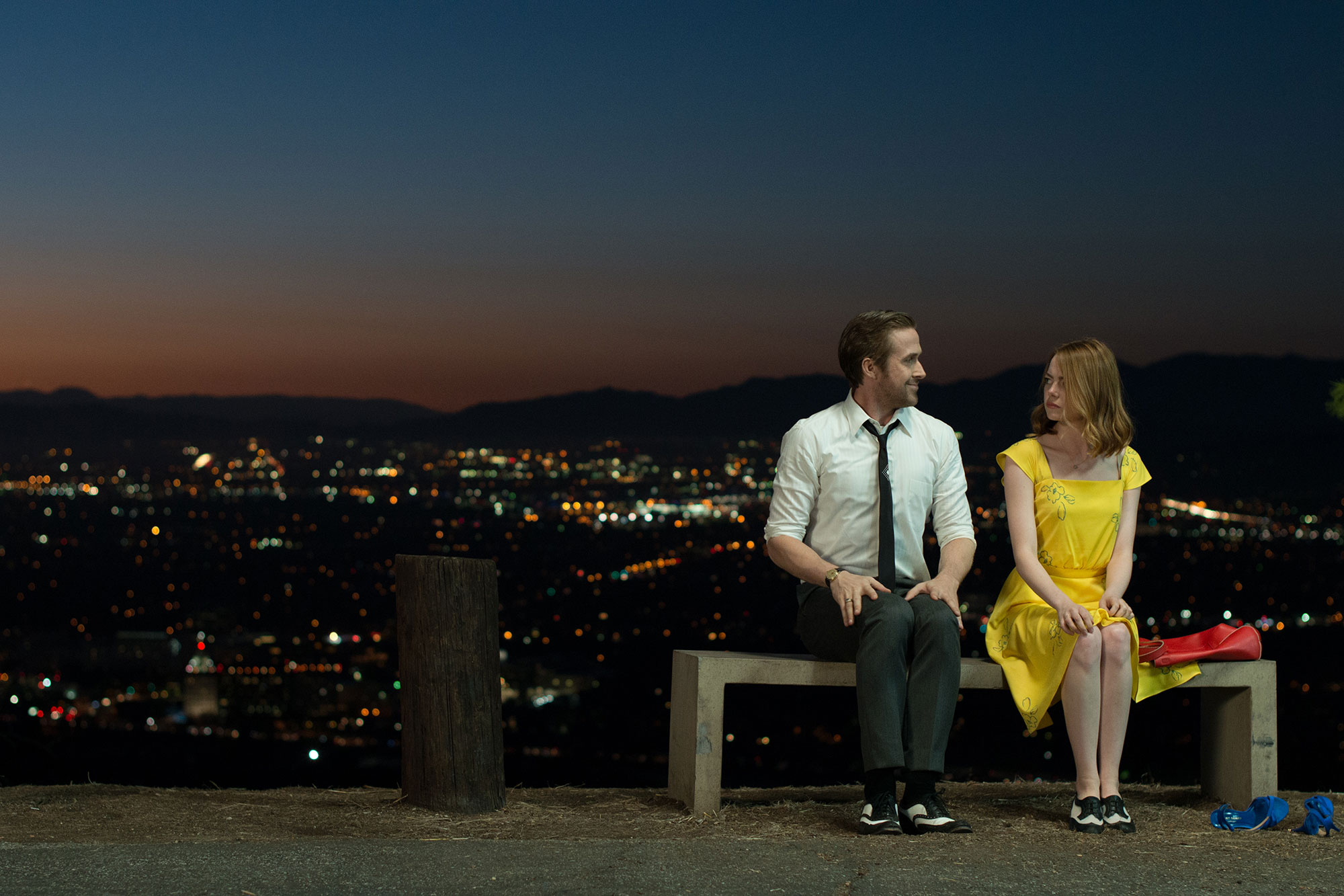 © 2017 Summit Entertainment, LLC. All Rights Reserved. Photo credit: EW0001: Sebastian (Ryan Gosling) and Mia (Emma Stone) in LA LA LAND.Photo courtesy of Lionsgate.