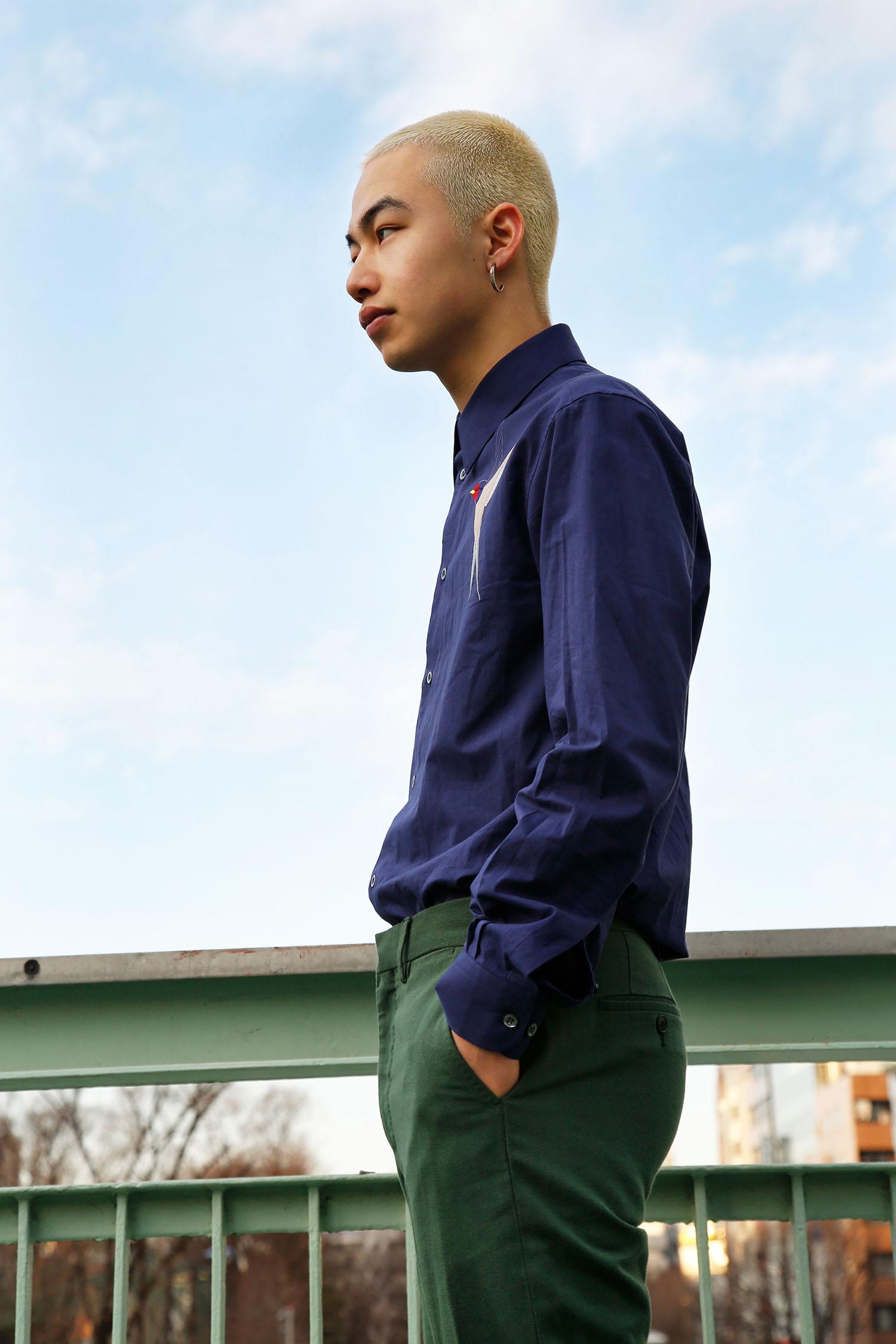 <The Look includes> シャツ ¥ 95,000、トラウザー ¥ 64,000 共に STELLA McCARTNEY MENSWEAR、ピアス モデル私物