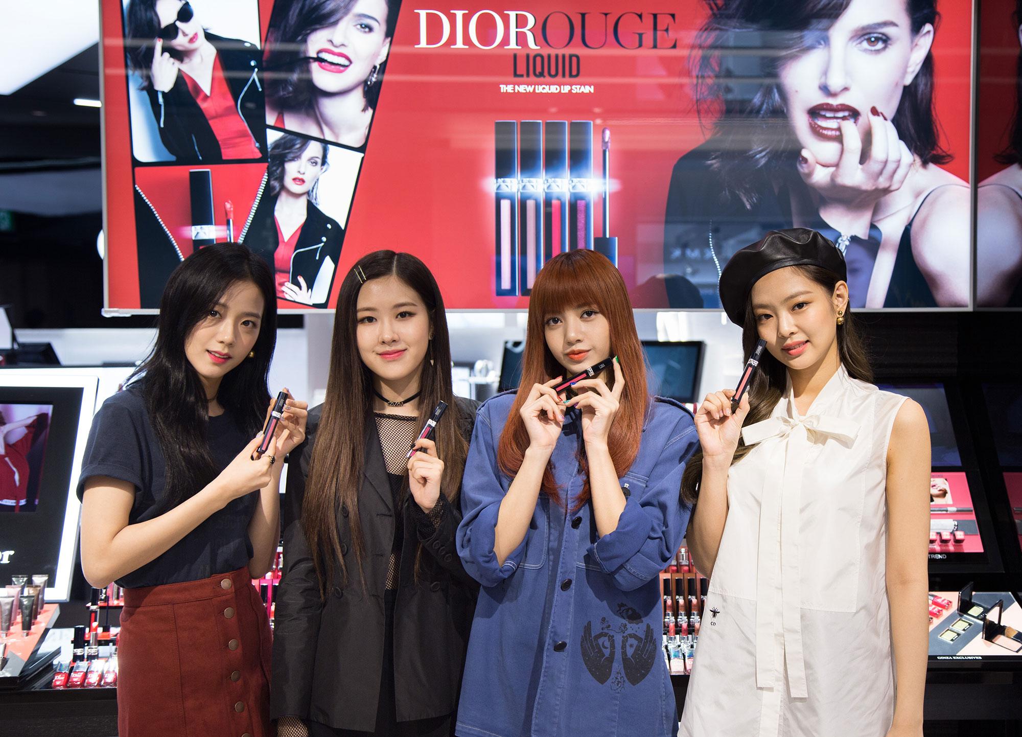 ディオール ビューティー 銀座に来店した BLACKPINK のメンバーたち | ©︎ Dior