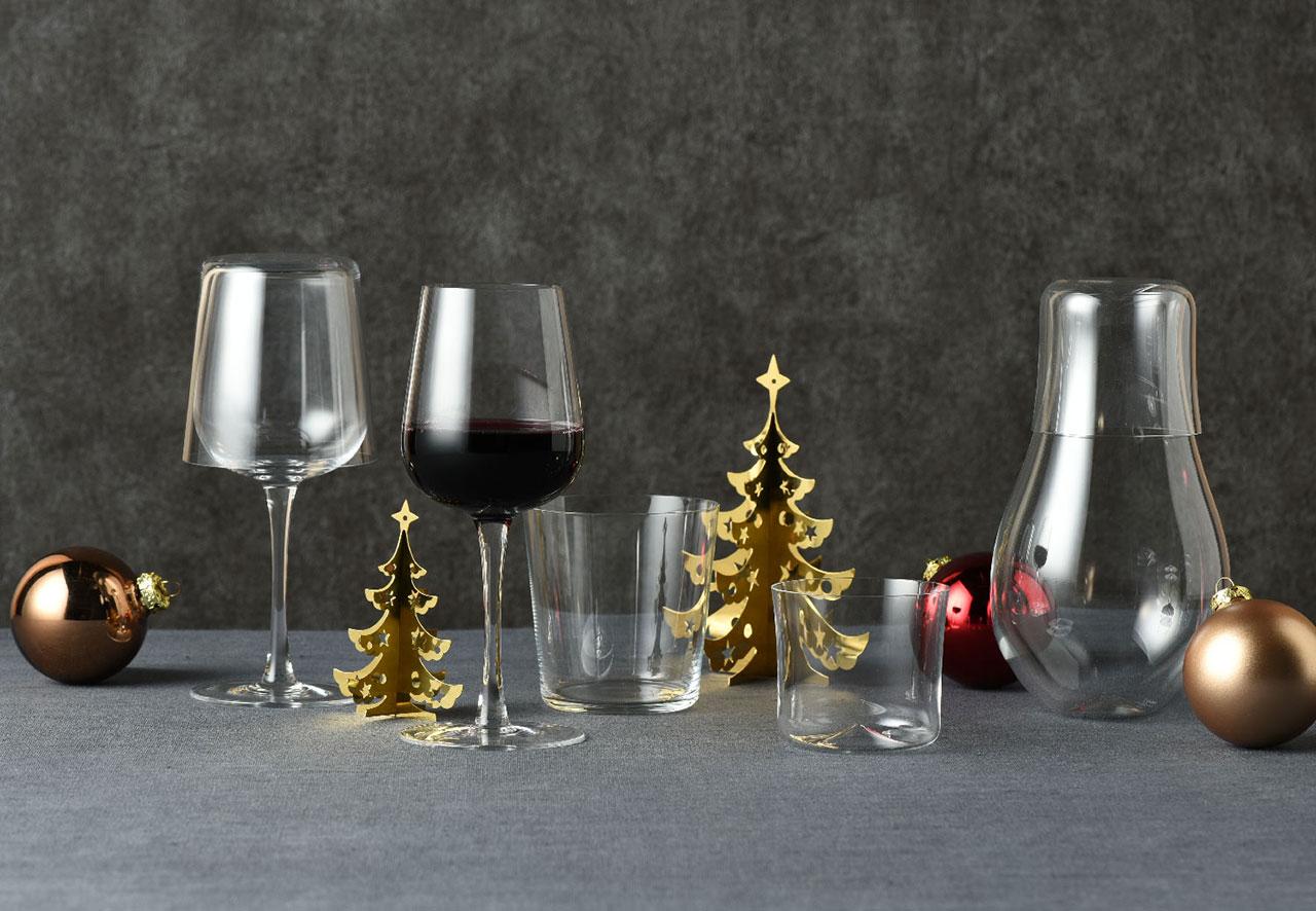 木村硝子店 ワイングラス ¥6,600、グラス ¥4,600、デキャンタ ¥10,000、蓋にしたグラス ¥5,000