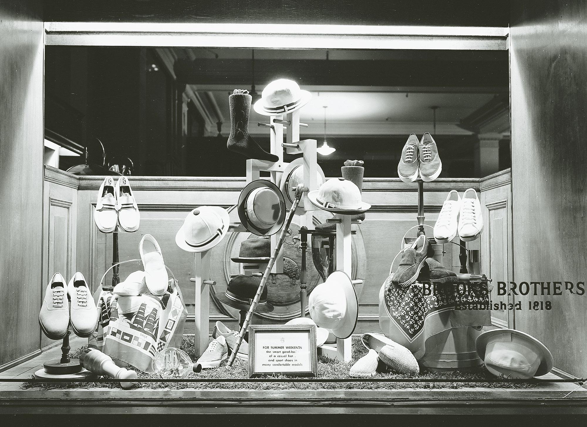 P108-109 : 1950年代のウィンドウ・ディスプレイ | © BROOKS BROTHERS: 200 Years of American Style
