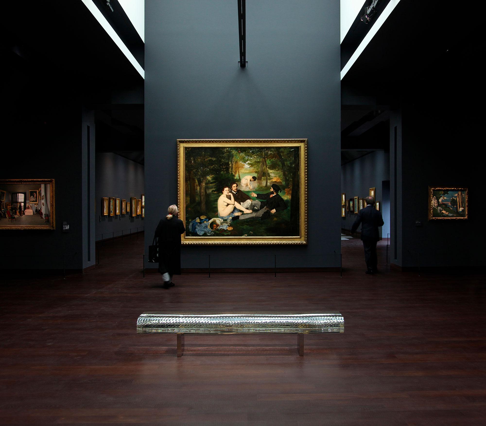 ガラスのベンチ「Water Block」(2002) / パリのオルセー美術館において、印象派ギャラリーのリニューアルプロジェクトに参加し、マネやドガ、モネ、セザンヌ、ルノワールに代表される印象派の絵画とともに、ガラスのベンチ「Water Block」10作品が常設展示されている。
