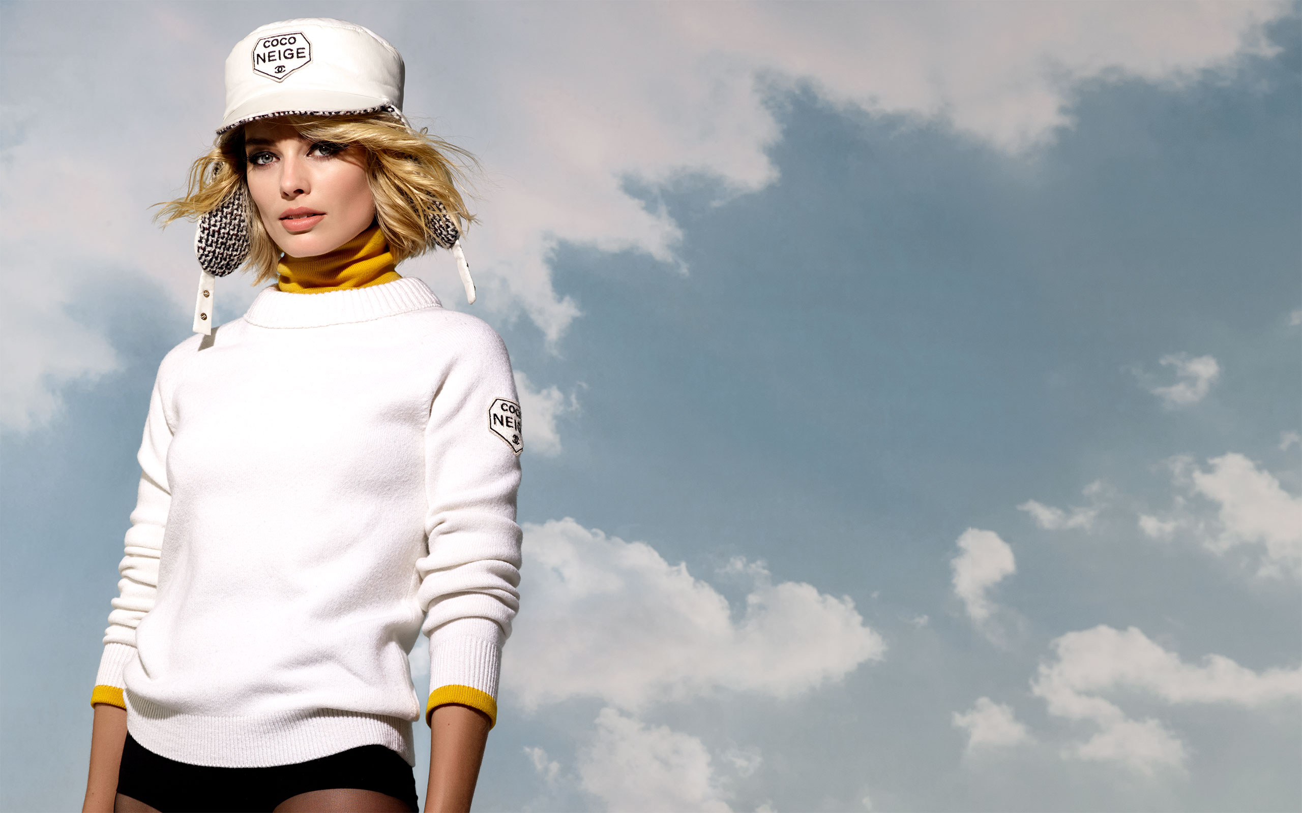 """Margot Robbie Fronts Chanel's New Capsule Collection """"COCO NEIGE"""""""