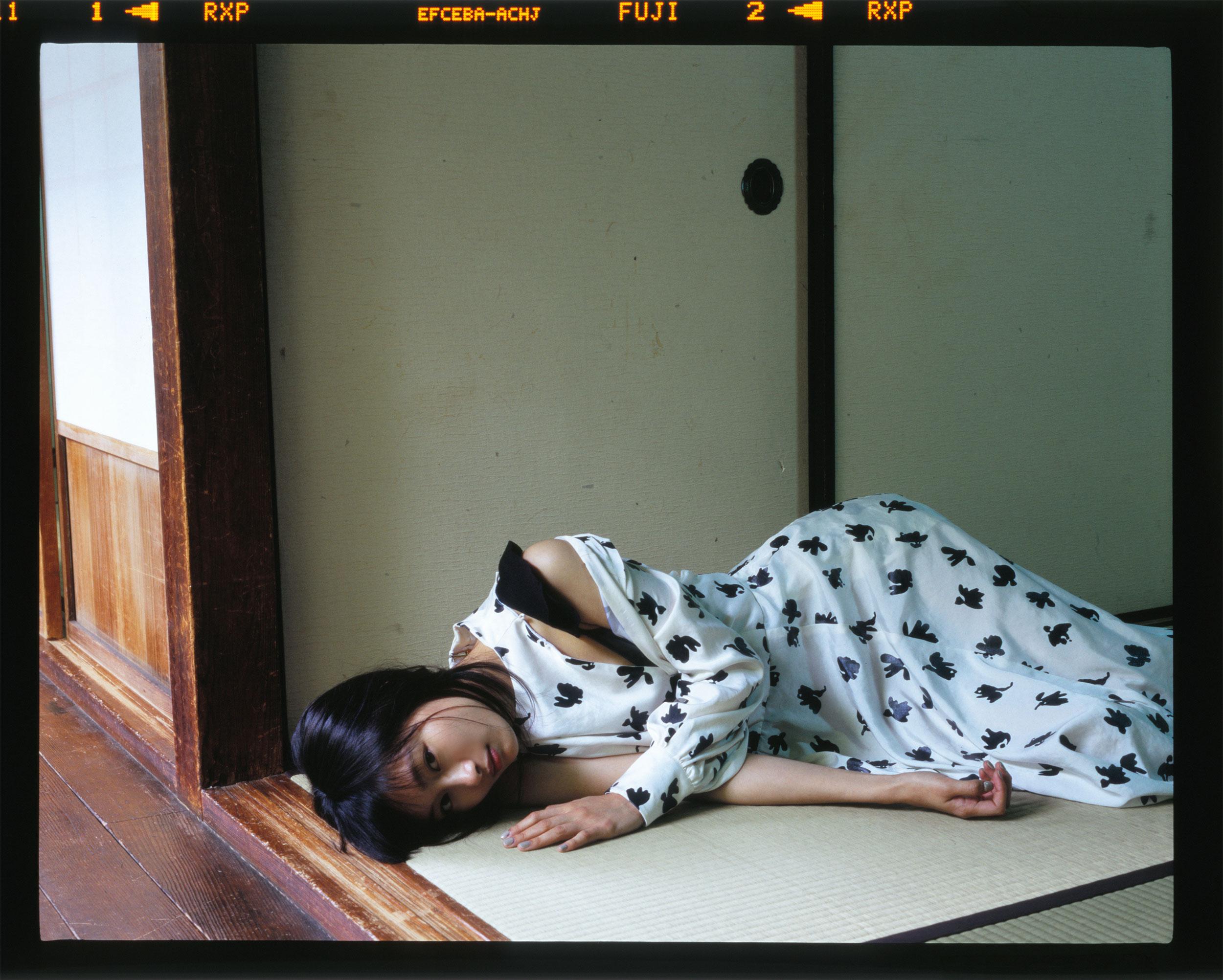 ドレス ¥131,000、TOGA (トーガ) | Photo by Chikashi Suzuki