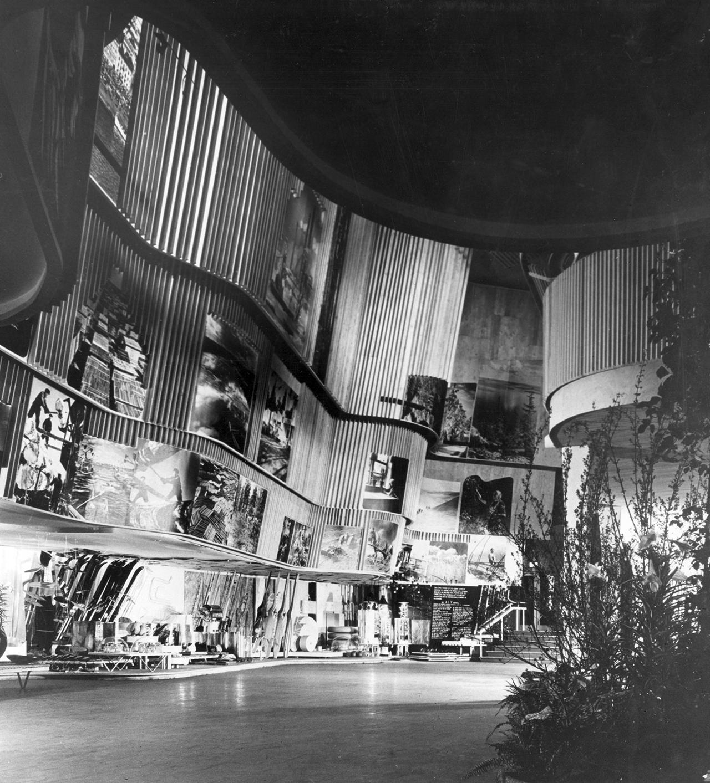 アルヴァ・アアルト『ニューヨーク万国博覧会フィンランド館』1939年 Finnish pavilion, World's Fair, New York, 1939 ©Alvar Aalto Museum, Esto Photographics photo: Ezra Stoller/ Esto Photographics Inc.