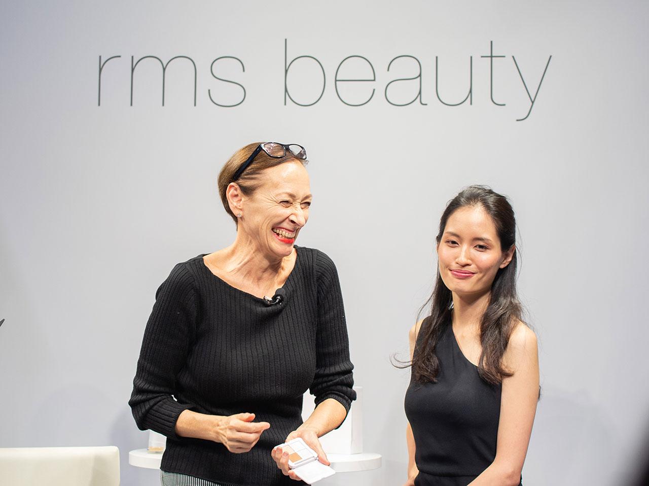 写真左: 来日イベントにてデモンストレーションを行う Rose-Marie Swift (ローズ・マリー スウィフト) | ©︎rms beauty
