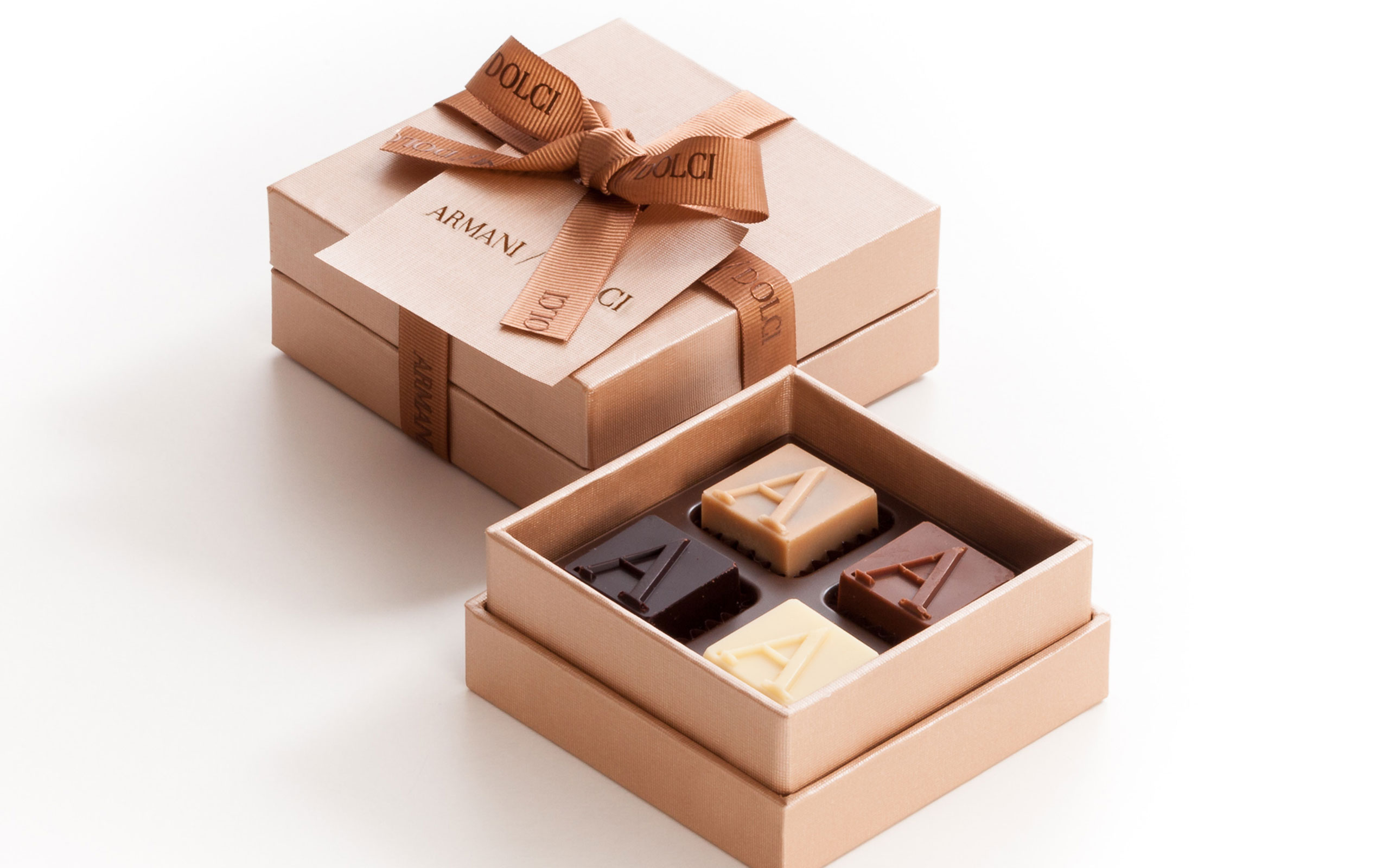 ARMANI / DOLCI  Recommends Gift Collection For White Day