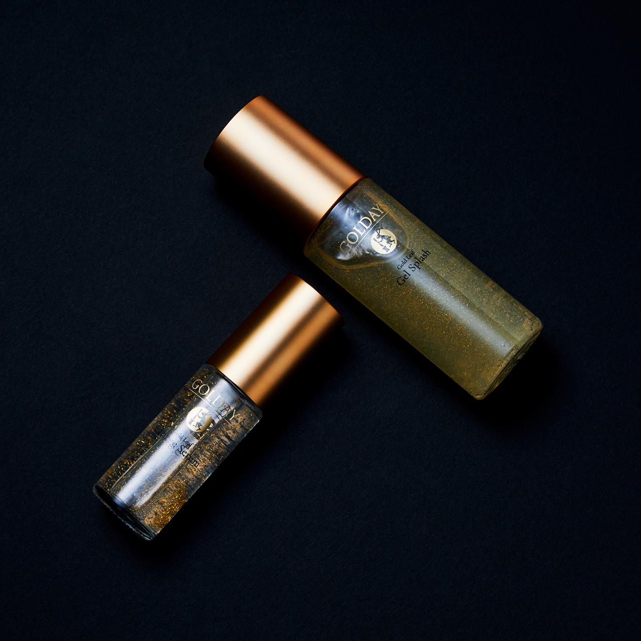 MAKANAI COSMETICS (上から) ゴールデイズ 金箔ジェルスプラッシュ 100㎖ ¥12,000、同チャージセラム 30㎖ ¥10,000 (10/1発売)