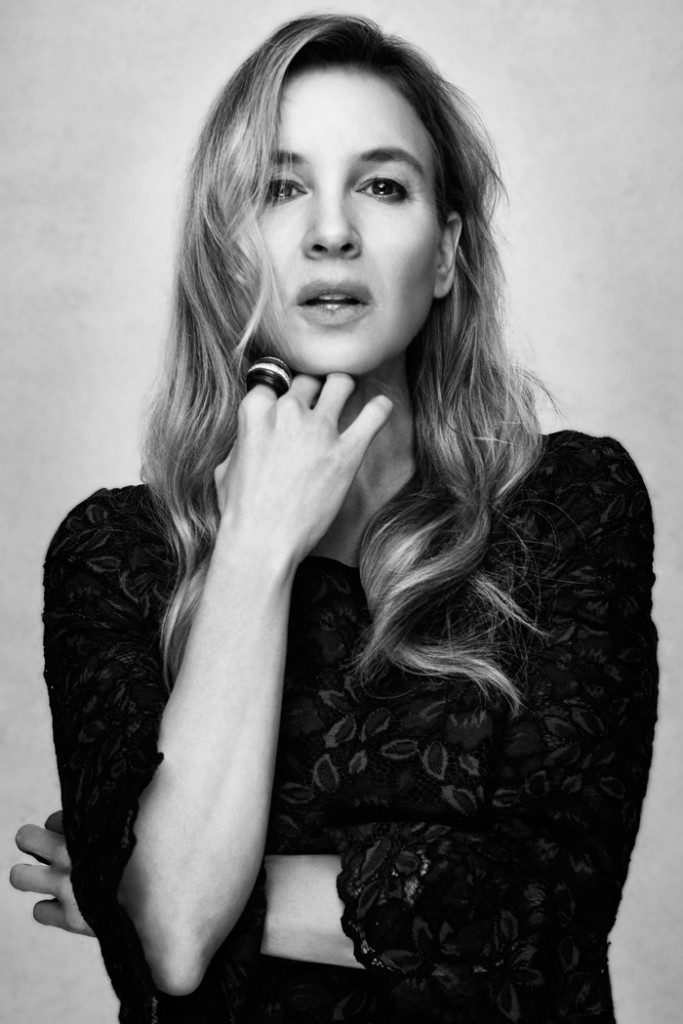Renée wears lace dress from Oscar de la Renta and diamond ring from David Webb | Photo by UTSUMI