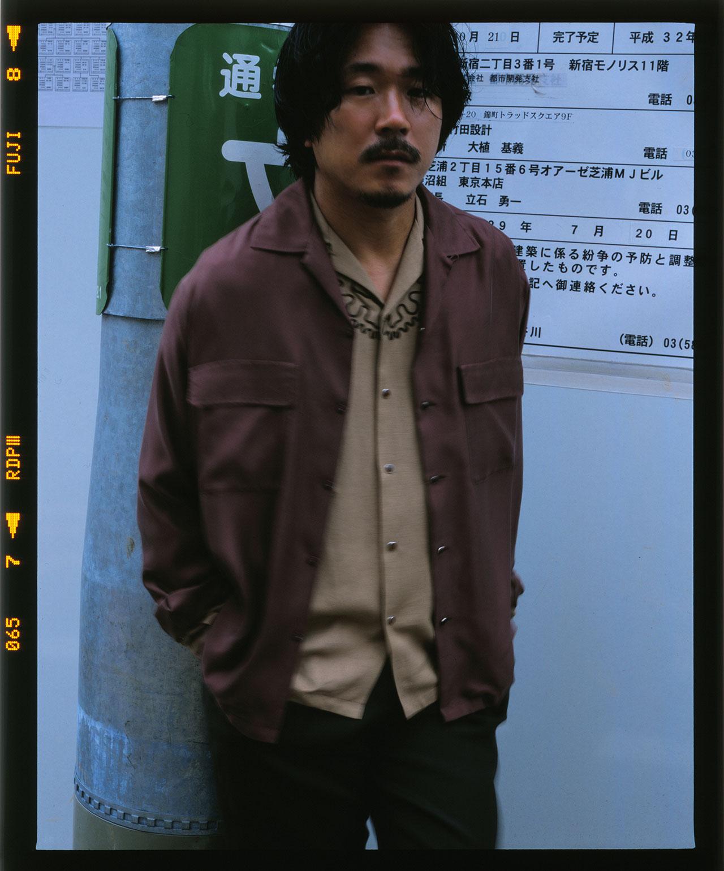 シャツ、パンツ、全て TOGA VIRILIS (トーガ ビリリース) | Photo by Chikashi Suzuki