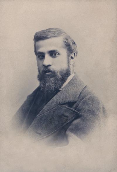 アントニ・ガウディ(1878 年頃) Foto: Audouard & C.a, Barcelona © Institut Municipal de Museus de Reus