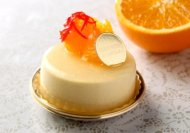 2種のチーズの濃厚な味わいと、オレンジとパッションの爽やかな酸味がマッチした口どけ軽やかなムース「オランジュ」 ¥480 | © Joël Robuchon