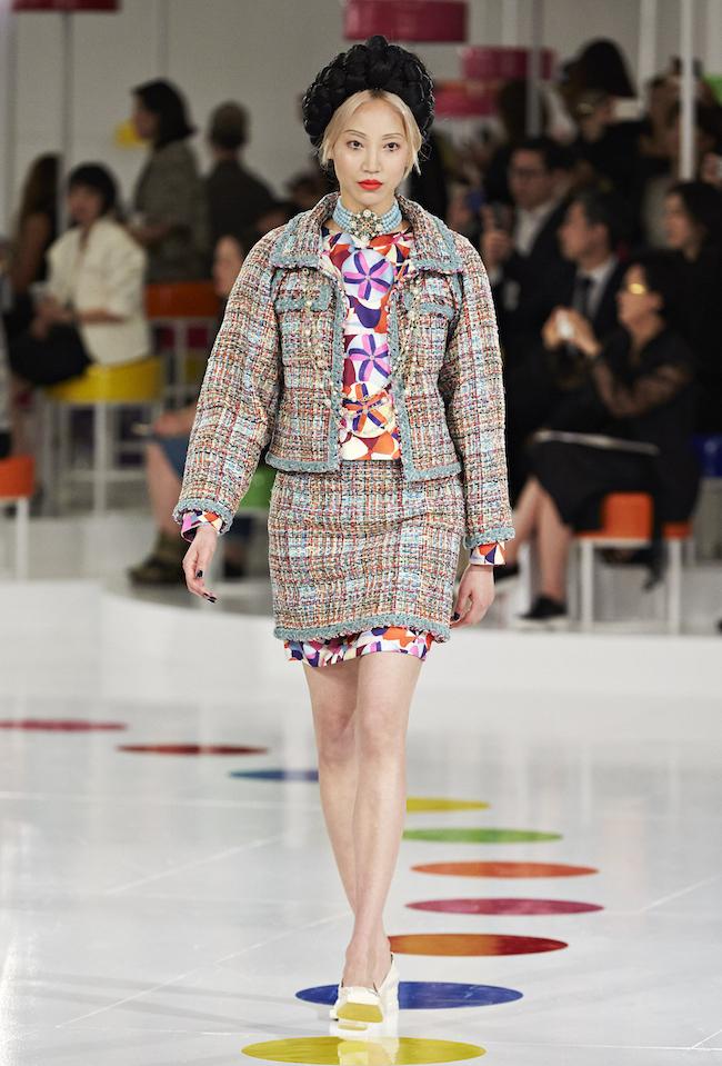 ファーストルックを飾ったのは、Chanel の2013年秋冬キャンペーンビジュアルにも登場する Soo Joo Park (パク・スジュ)。| © Chanel