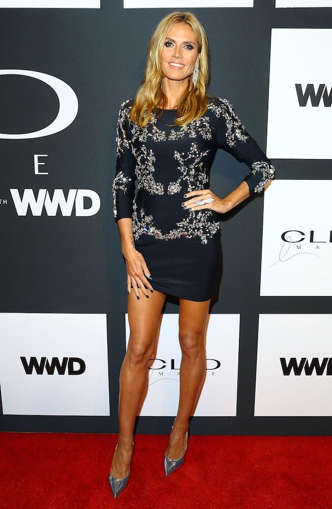 5月5日にニューヨークの The Plaza Hotel (ザ・プラザ・ホテル) にて開催された CLIO Image Awards 授賞式に出席したモデルの Heidi Klum。レッドカーペットに生えるシルバーのスティレットは Sergio Rossi (セルジオ・ロッシ) のもの。