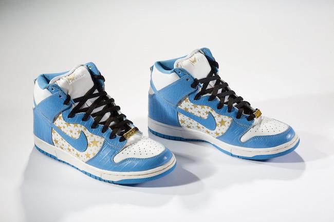 Nike と Supreme のコラボレーションによる限定スニーカー「Dunk High Pro SB」2003年  個人所蔵 | Courtesy American Federation of Arts