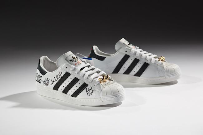Run–DMC のコラボによる adidas「Superstar」の25周年記念モデル、2011年、個人所蔵 | Courtesy American Federation of Arts