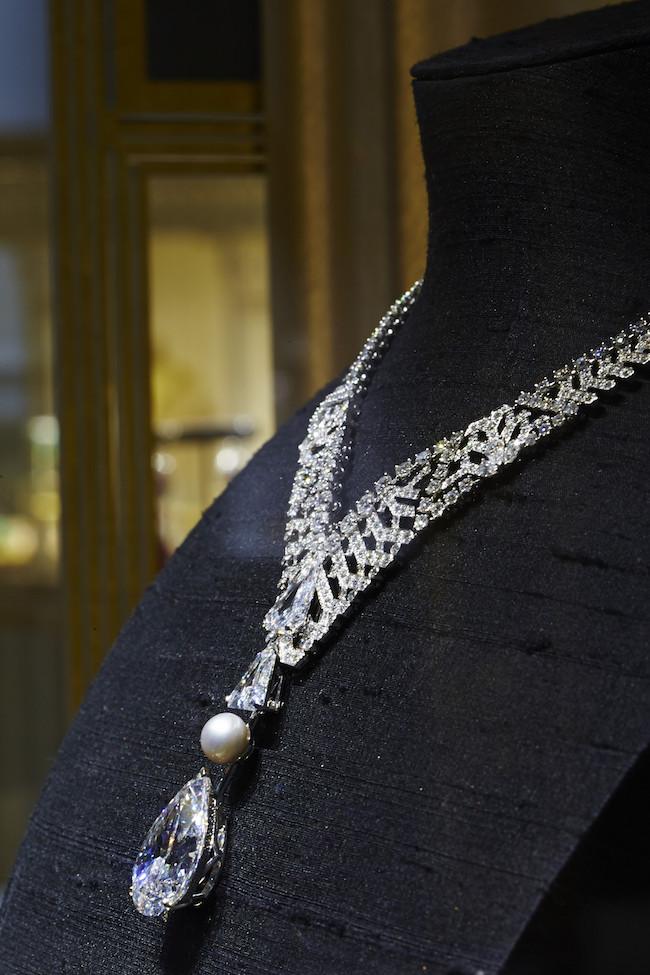 30.21カラット ペアシェイプ「アブソルート ピュア ダイヤモンド」 を使用したネックレス。
