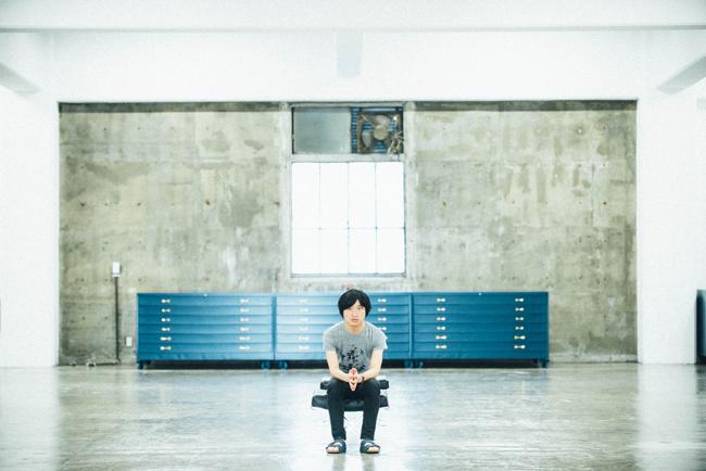 蓮沼執太。会場のGallery 916にて | Photography: 後藤武浩