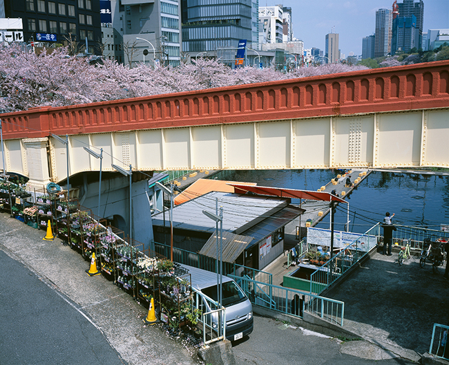 「ニッチ東京」2013-2014年/2015年 ラムダ・プリント イメージサイズ : 43.6 x 54.5 cm © Yutaka Takanashi / Courtesy of Taka Ishii Gallery Photography / Film, Tokyo